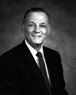 Distinguished Alumni: Kenneth Leuer, Graduated 1952, Inducted 1992